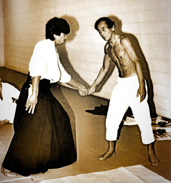 Abe Sensei shirtless in his 70s with Haruo Matsuoka Sensei