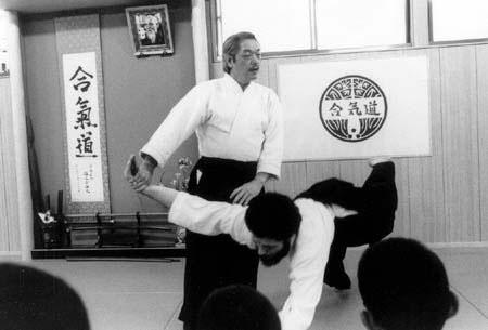 Hirokazu Kobayashi throwing André Cognard