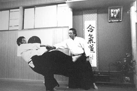 hirokazu-kobayashi-andre-cognard-throw2