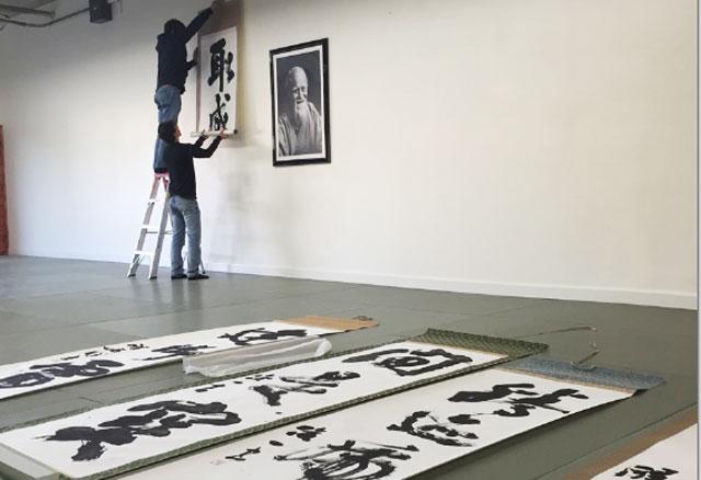 Matsuoka Sensei mounts a scroll by master calligrapher Seiseki Abe