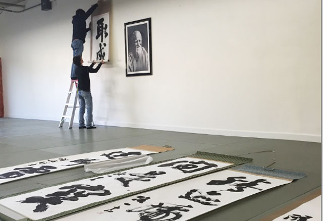Matsuoka Sensei mounts a scroll by master calligrapher Seiseki Abe